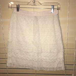 Club Monaco Size 2 cream lace skirt